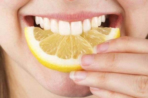 Chanh được ưa chuộng trong việc làm trắng răng tại nhà