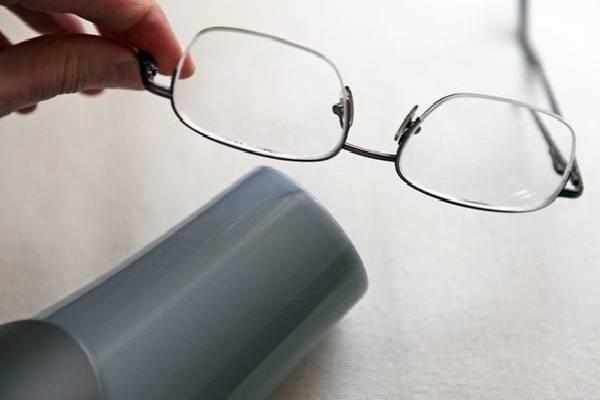 Chỉnh cỡ gọng kính bằng máy sấy