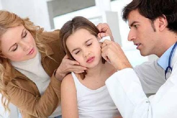 Sử dụng mát hút ráy tai là cách tốt nhất để vệ sinh tai