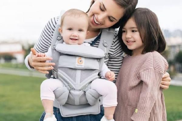 Sử dụng đai giữ bé an toàn