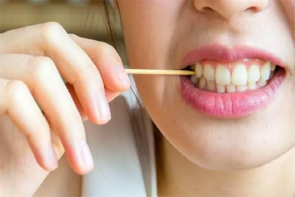 Thường xuyên xỉa răng rất có hại cho răng lợi