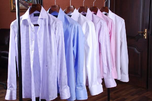 Treo quần áo ngay sau khi ủi